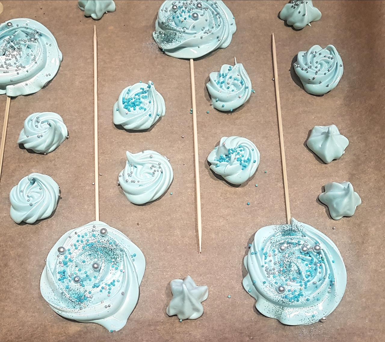bezowe lizaki niebieskie