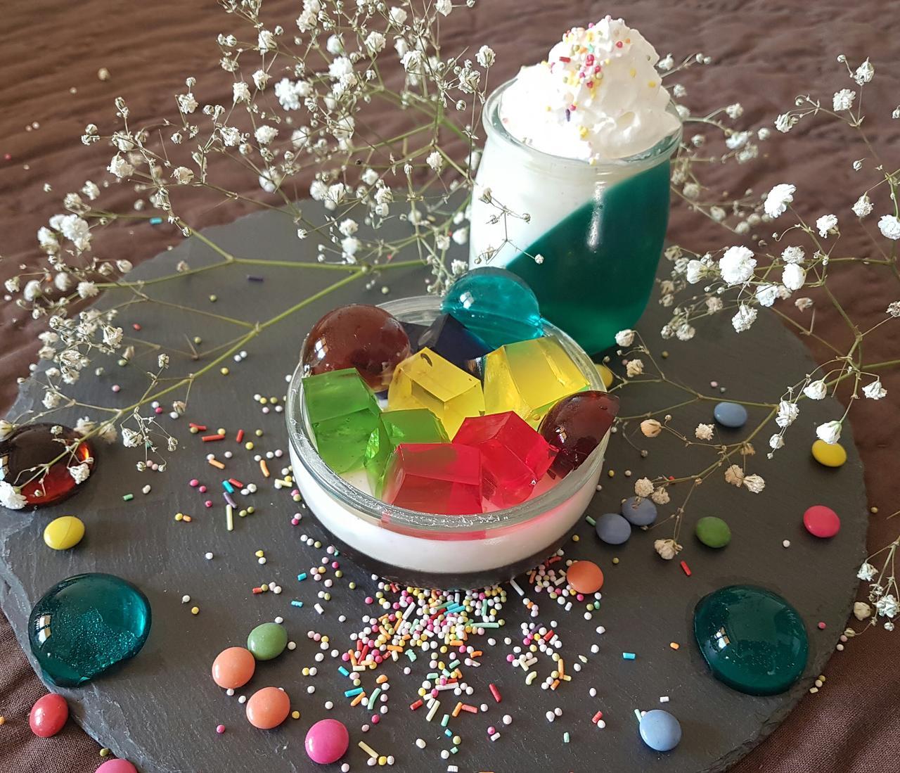 desery z kolorowymi galaretkami