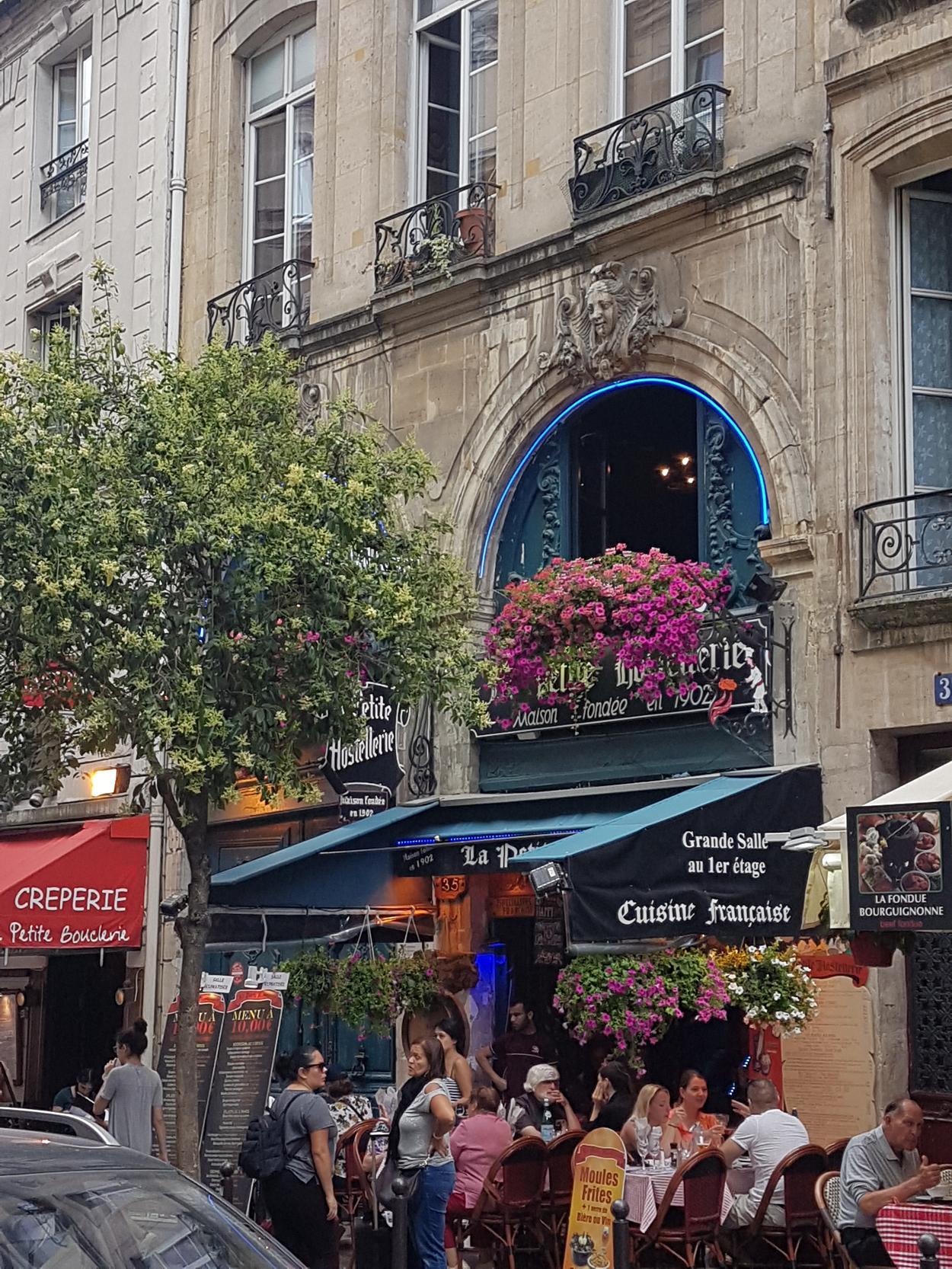 paryz ulice i restauracje