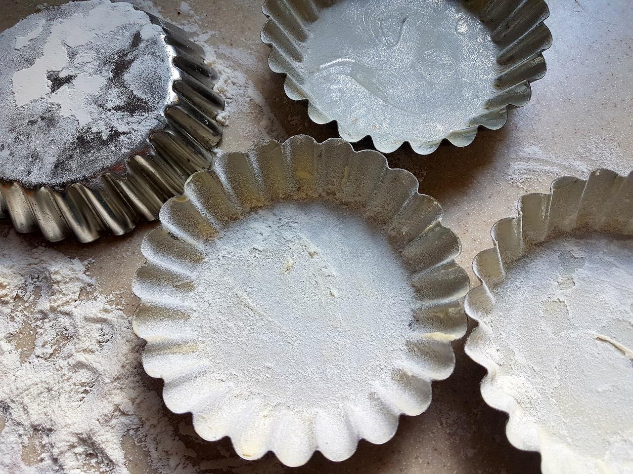 foremki przygotowane do pieczenia
