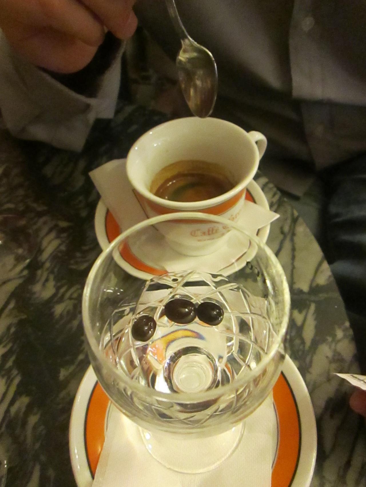 kawa w caffe greco Rzym