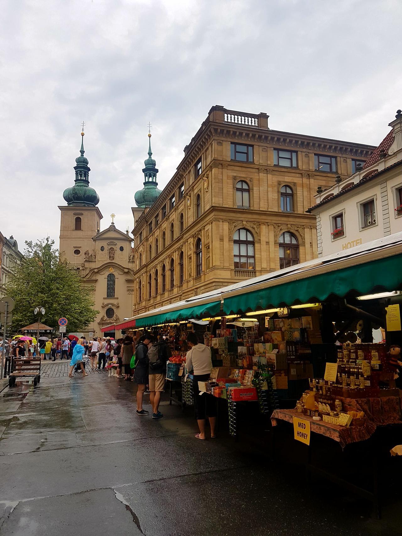 stragany Praga