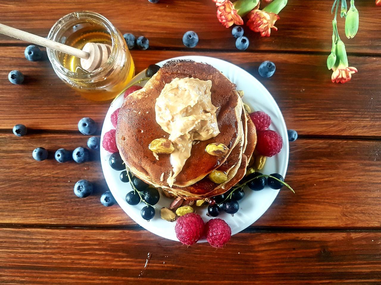 pancakes z maslem orzechowym