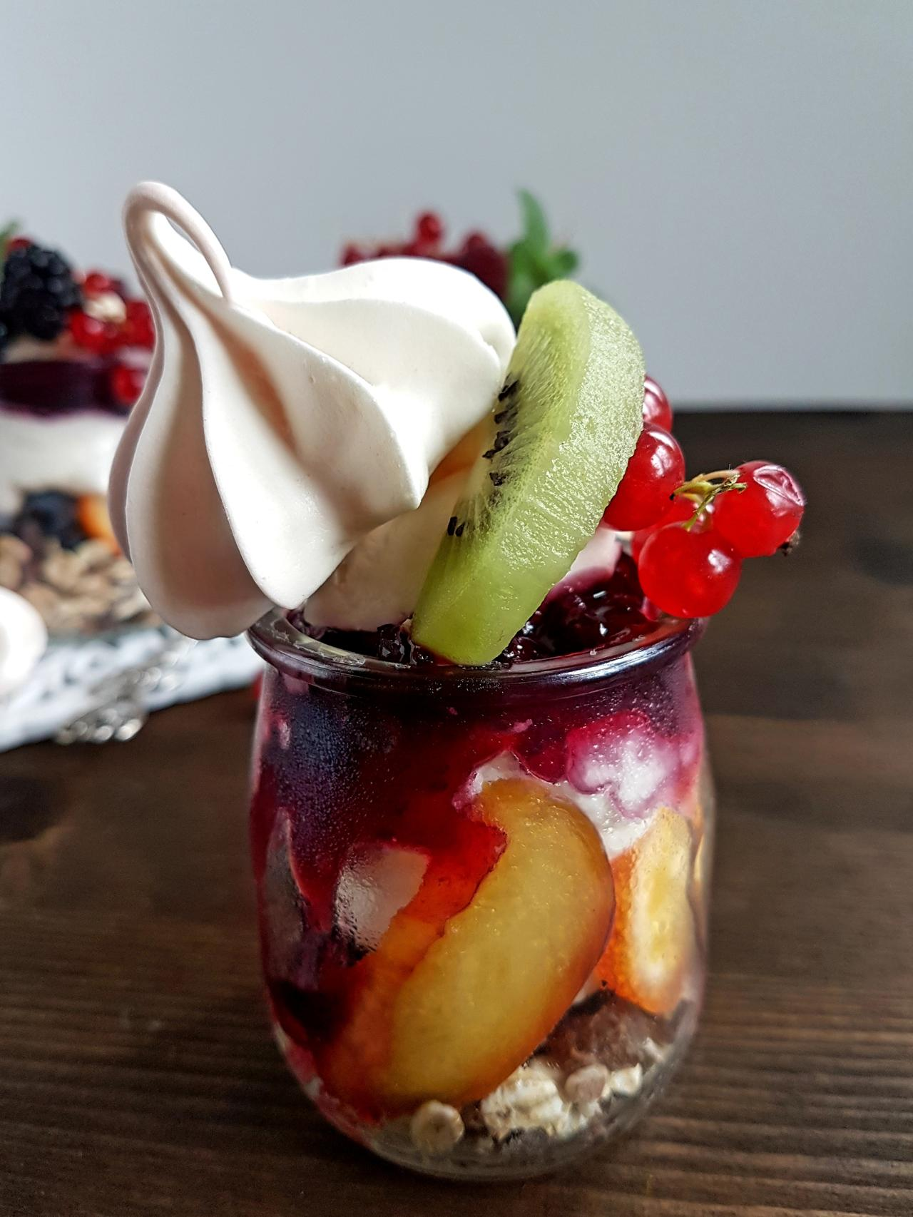 deser z owocami i fruzelina