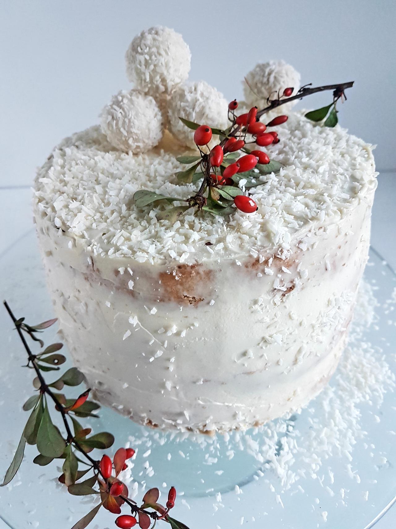 zimowy tort w stylu naked cake