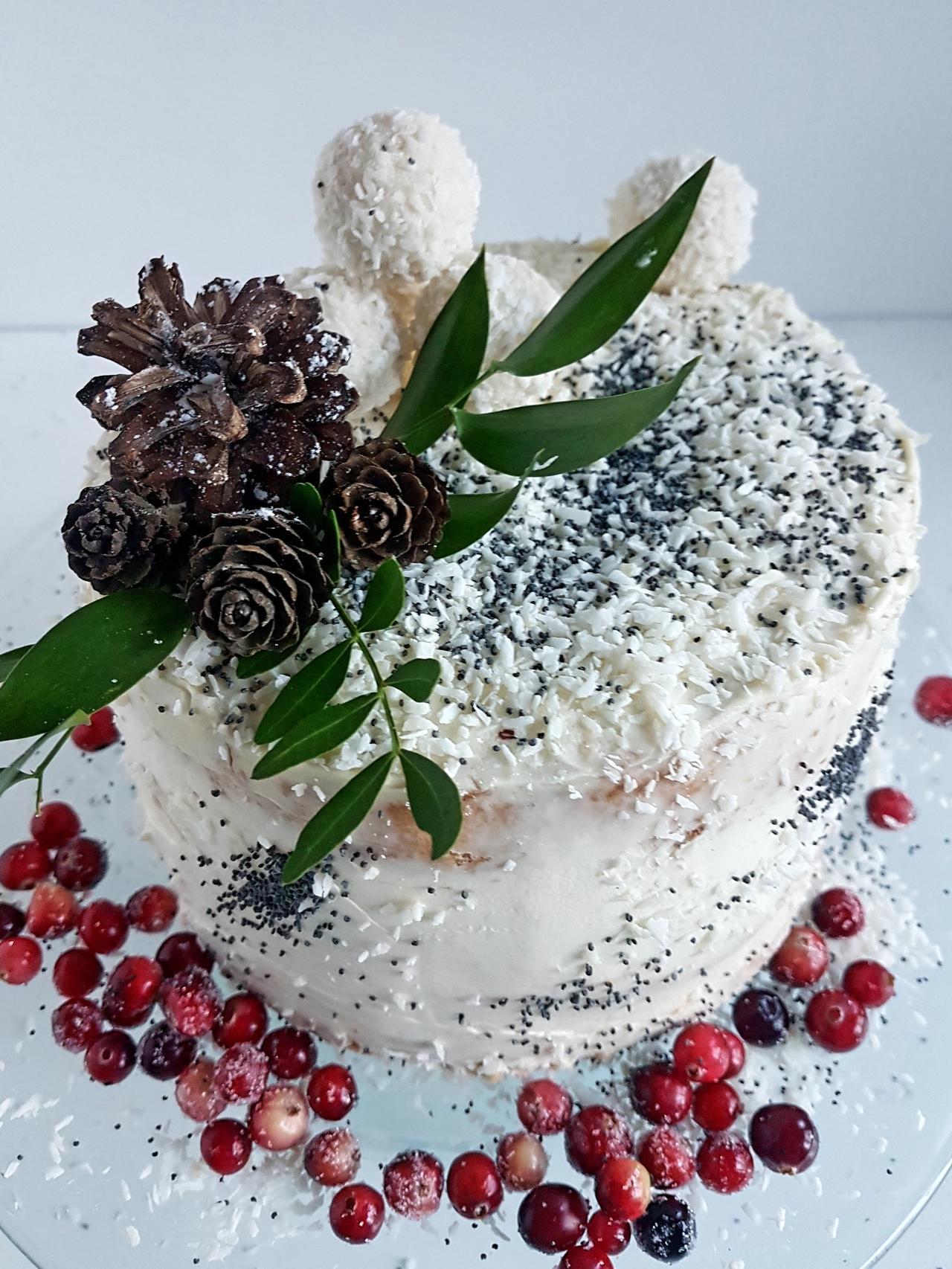 tort zimowy w stylu naked cake