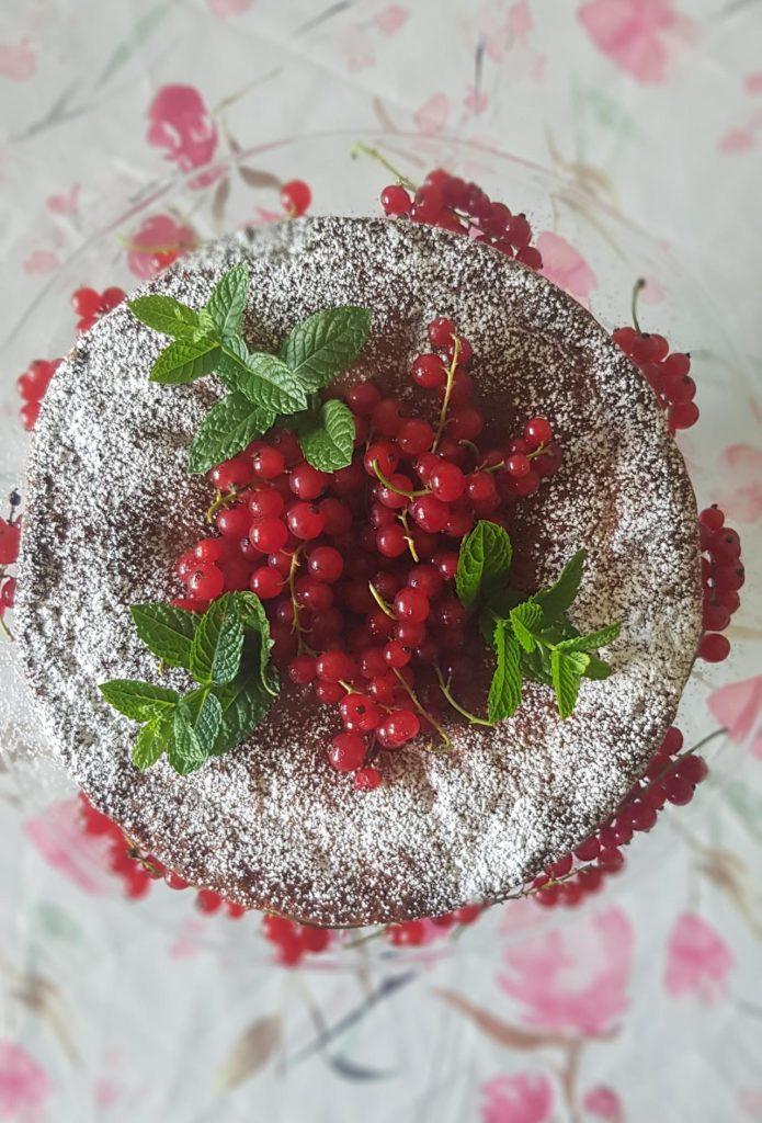 ciasto bezglutenowe z porzeczkami i malinami