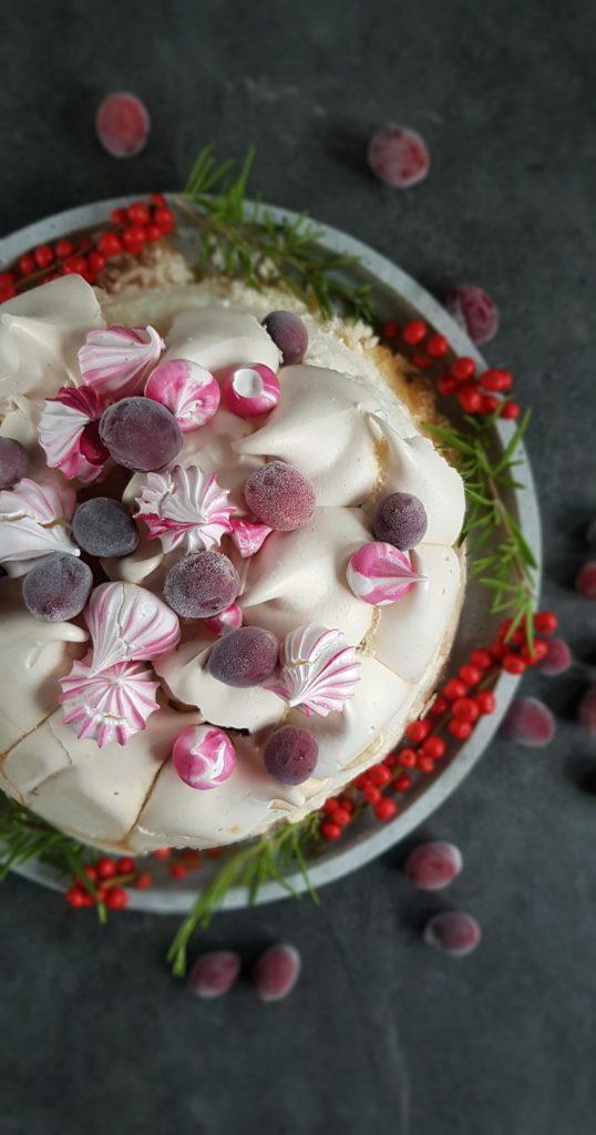 tort bezowy z zurawina