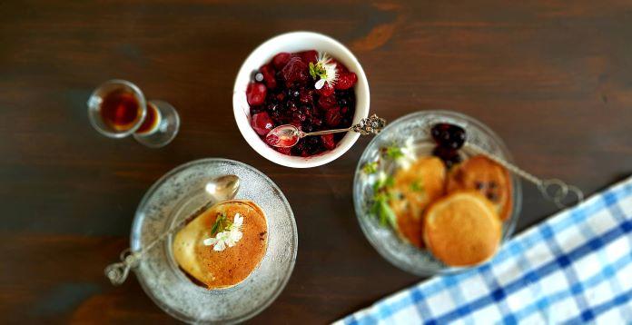 placki na kefirze z owocami