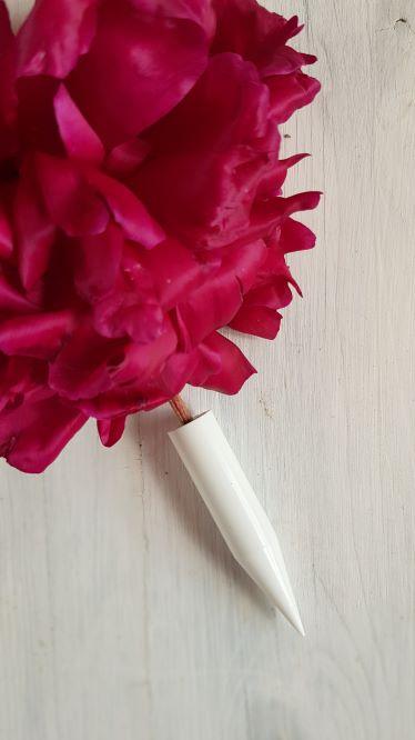 mocowanie kwiatow na torcie