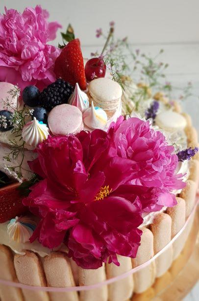 tort naked z kwiatami